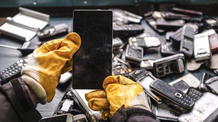 270 граммов золота с каждой тонны смартфонов. Китай будет гораздо умнее использовать старую электронику