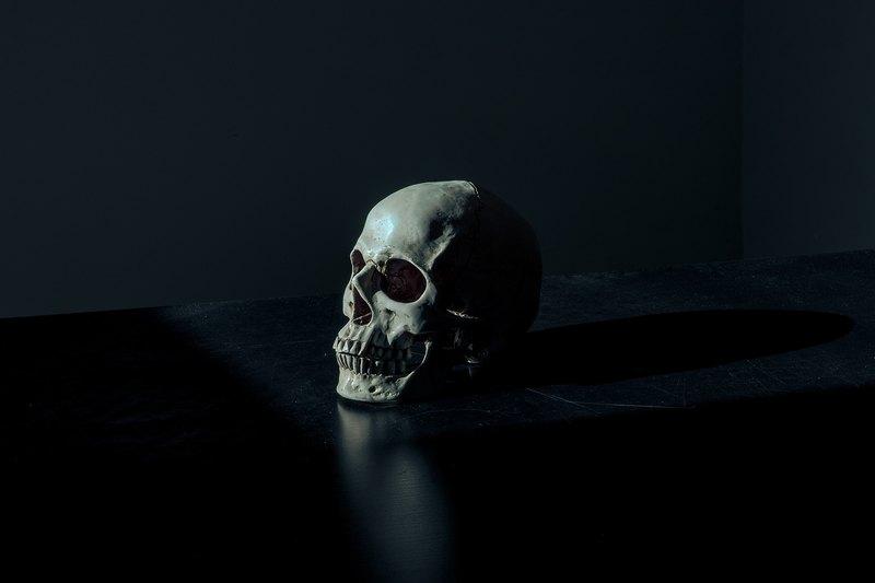 7 пугающих практик медицины прошлого: от трепанации до прижигания ран