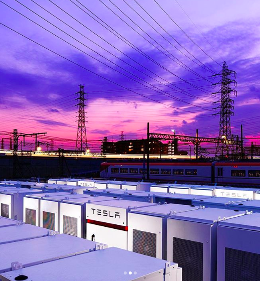 Крупнейшая железнодорожная компания Японии установила 42 Tesla Powerpacks в качестве резервного источника электричества - 1
