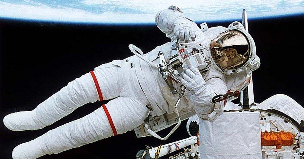 Трансляция: выход в открытый космос с МКС