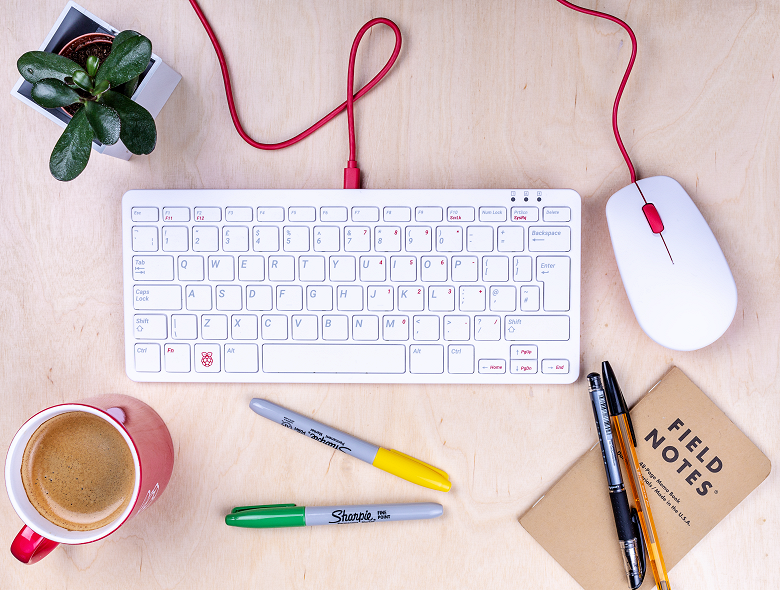 Raspberry Pi представила фирменную клавиатуру и мышку