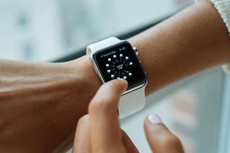 Спрос на «умные» наручные часы быстро растёт
