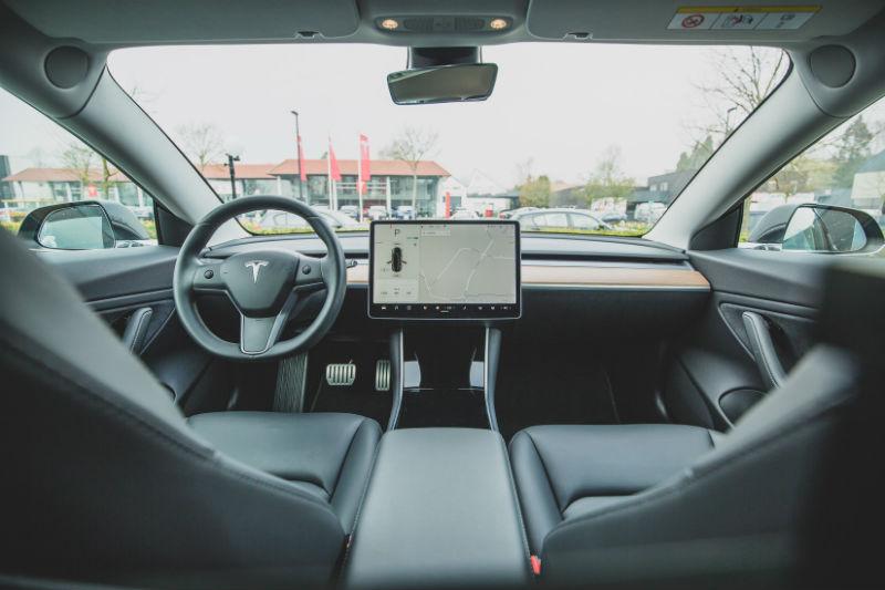 Акции Tesla обвалились на фоне крупнейшего снижения продаж в истории компании - 1