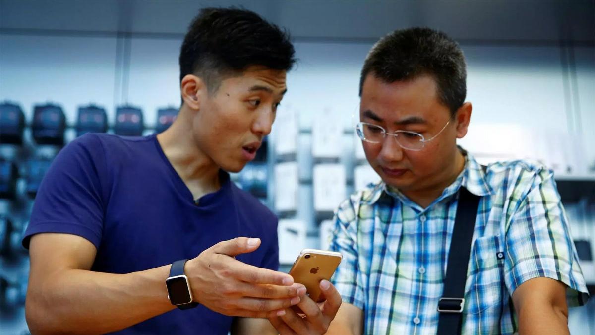 Два студента обманули Apple на $1 млн - 1