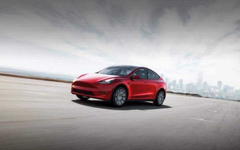 Связной начал принимать заказы на электрокроссовер Tesla Model Y: депозит – 150 тысяч рублей, самая дешевая версия – от 4,8 миллиона рублей