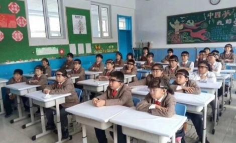 В Китае тестируют в школах «умные» головные обручи для контроля внимательности детей