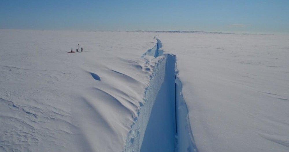 От Антарктиды скоро отколется гигантский айсберг