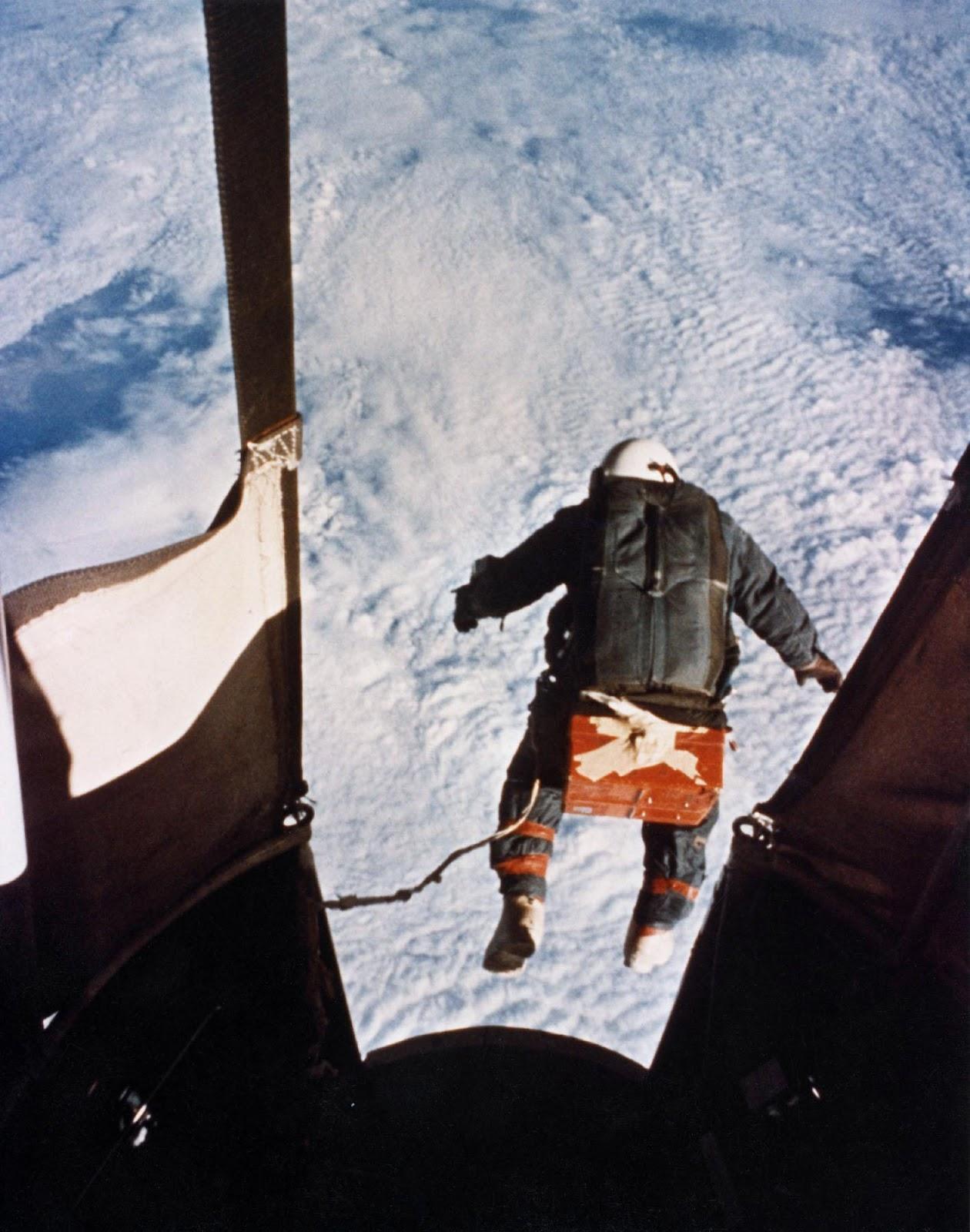 Прыжки из стратосферы - 13
