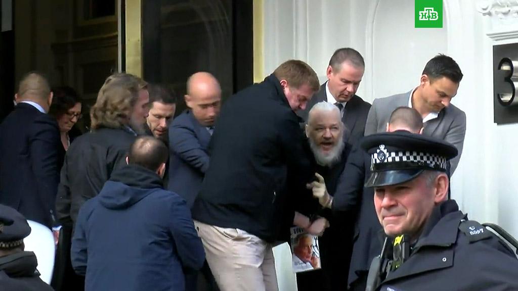 Джулиан Ассанж арестован полицией Великобритании - 1