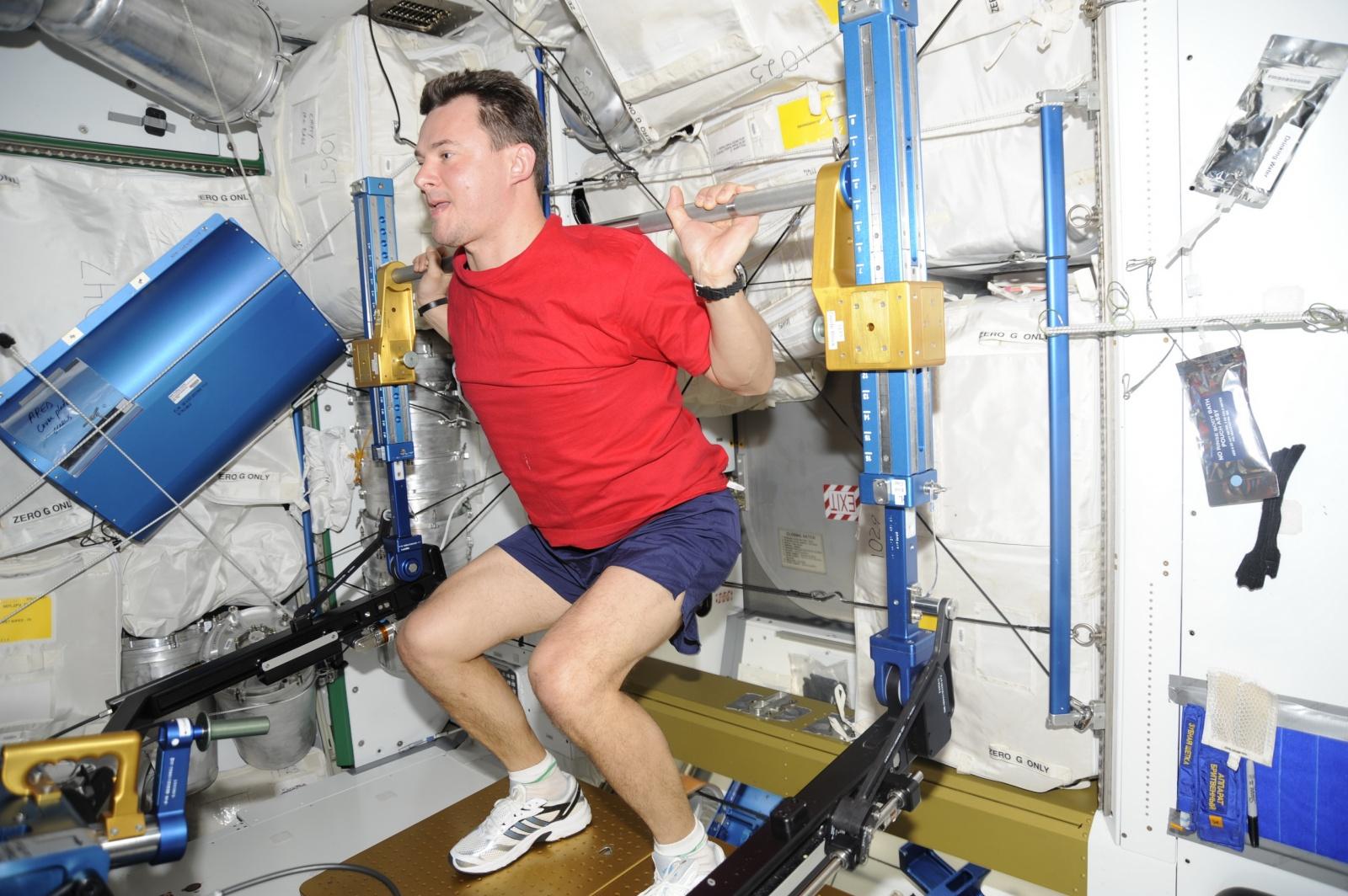 Интервью с космонавтом Александром Лавейкиным о космическом кино, перегрузках в 20 единиц и мягкой посадке - 3
