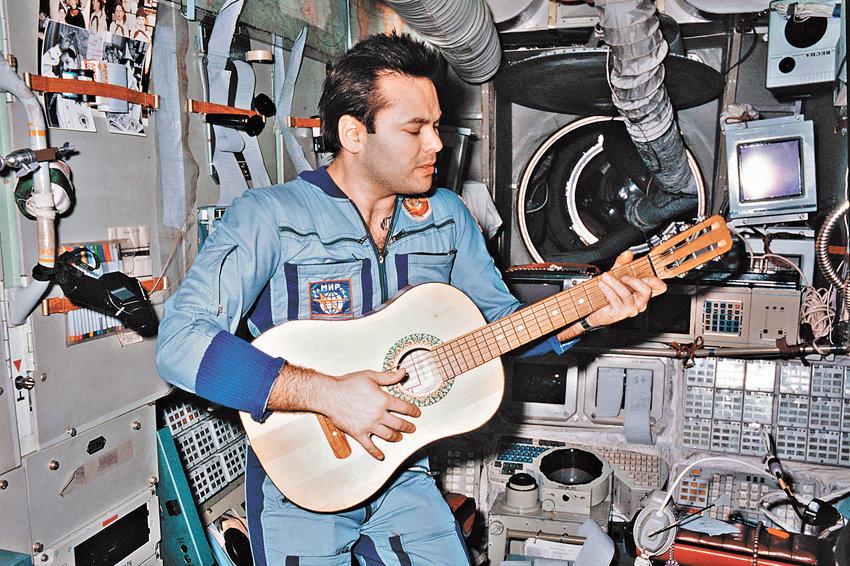 Интервью с космонавтом Александром Лавейкиным о космическом кино, перегрузках в 20 единиц и мягкой посадке - 1