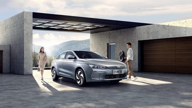 Премиальный электромобиль по-китайски: Geely представила седан Geometry A за 31 000 долларов