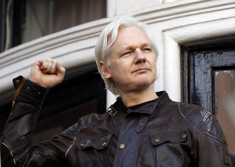 Прожил в посольстве Эквадора семь лет: в Лондоне арестовали основателя ресурса WikiLeaks Джулиана Ассанжа