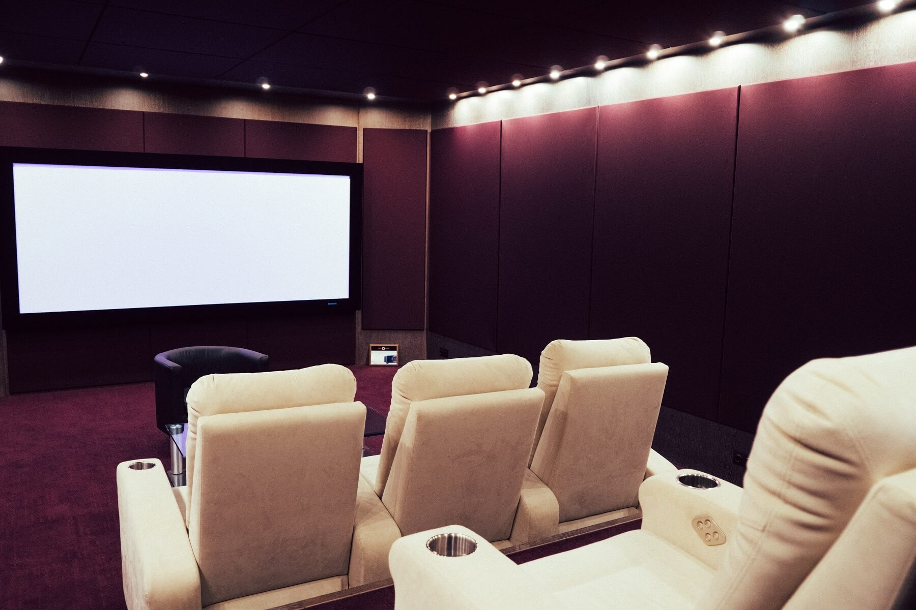Дайджест: 10 материалов об экранах и проекторах для домашнего кинотеатра - 2