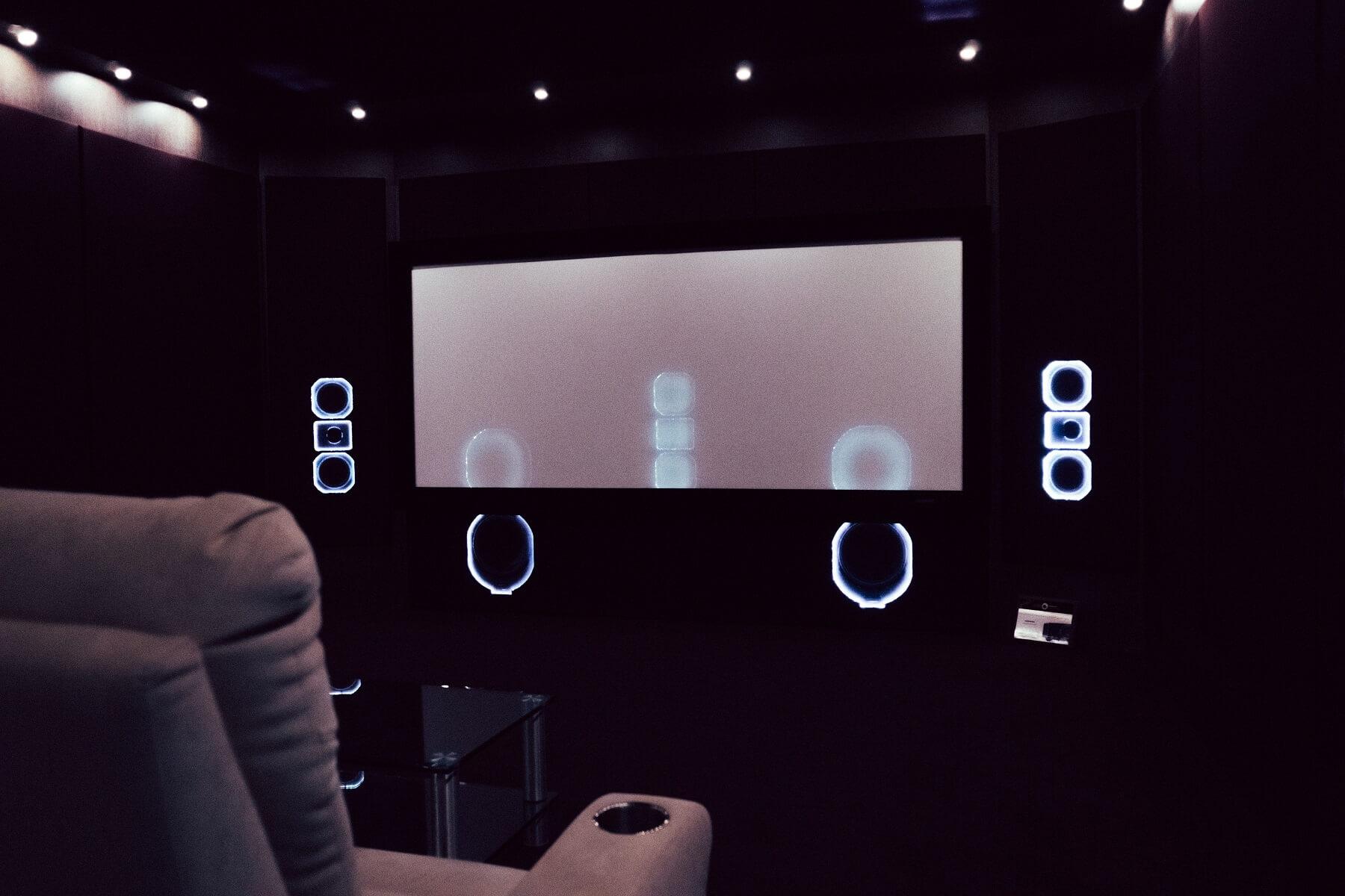 Дайджест: 10 материалов об экранах и проекторах для домашнего кинотеатра - 1