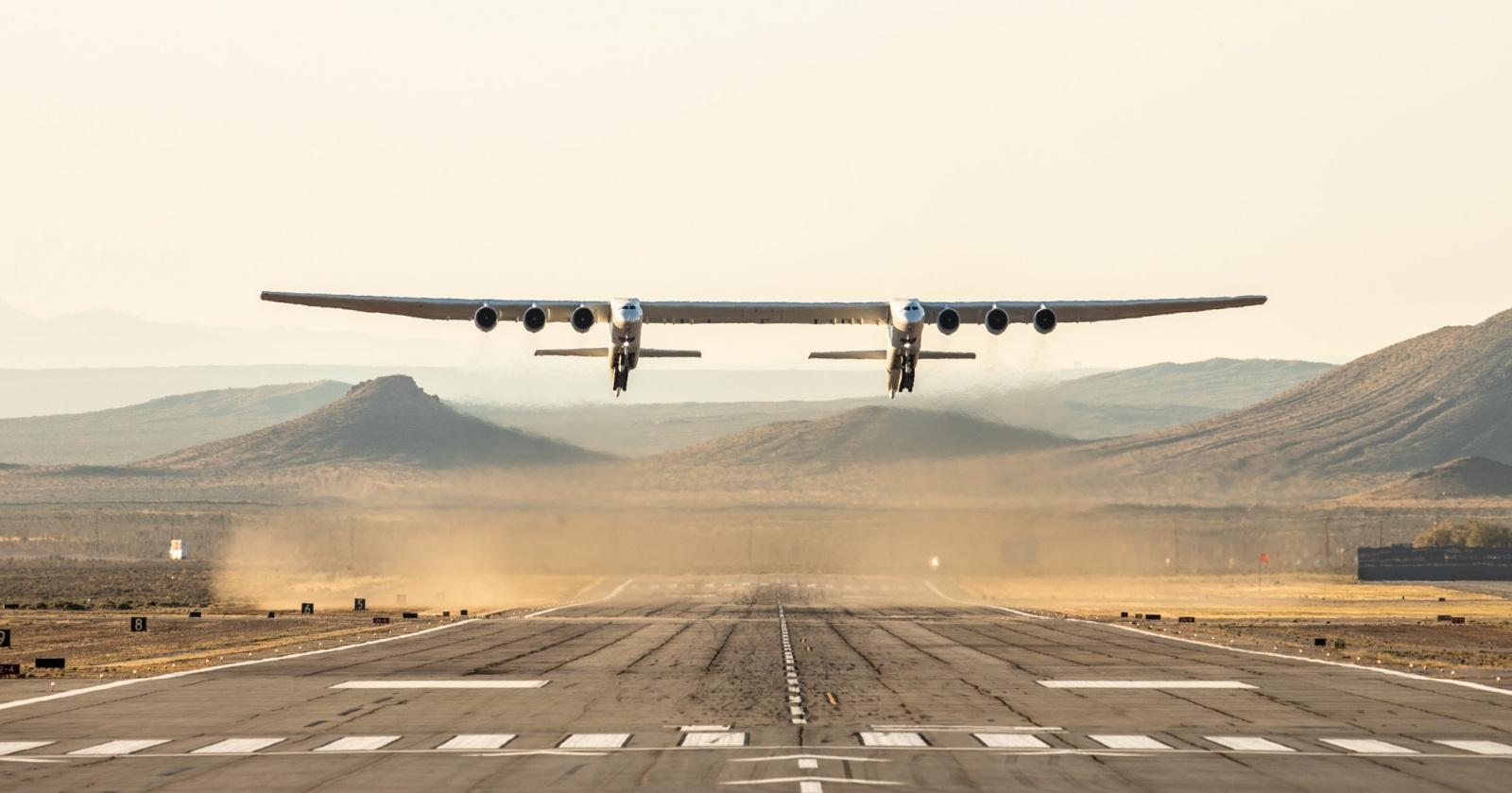 Самый длиннокрылый самолет совершил первый полет