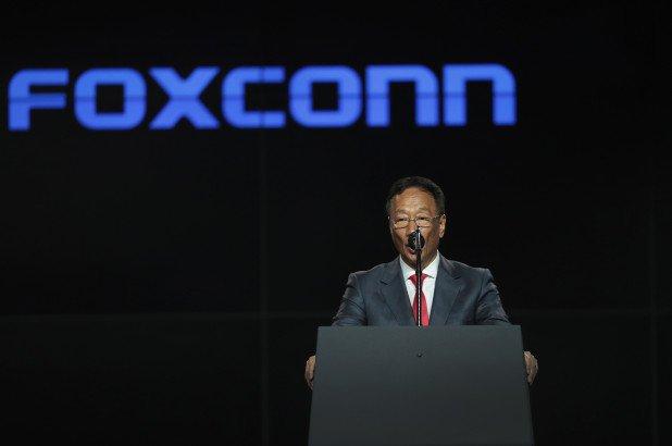 Дорогу молодым. Основатель и бессменный лидер Foxconn решил уступить свой пост, который он занимает 45 лет