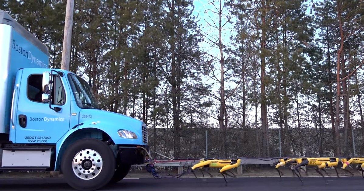 Роботы Boston Dynamics тянут грузовик: уморительный ролик
