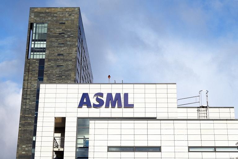 За минувший квартал компания ASML продала 48 литографических систем
