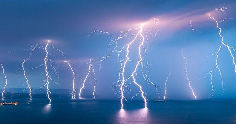 Почему молния все же бьет в одну точку несколько раз: новое открытие