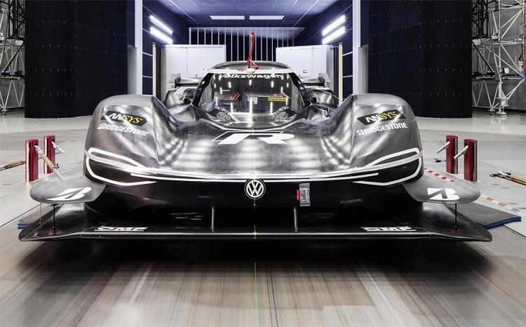Гоночный электромобиль Volkswagen ID. R готовится к новым рекордам