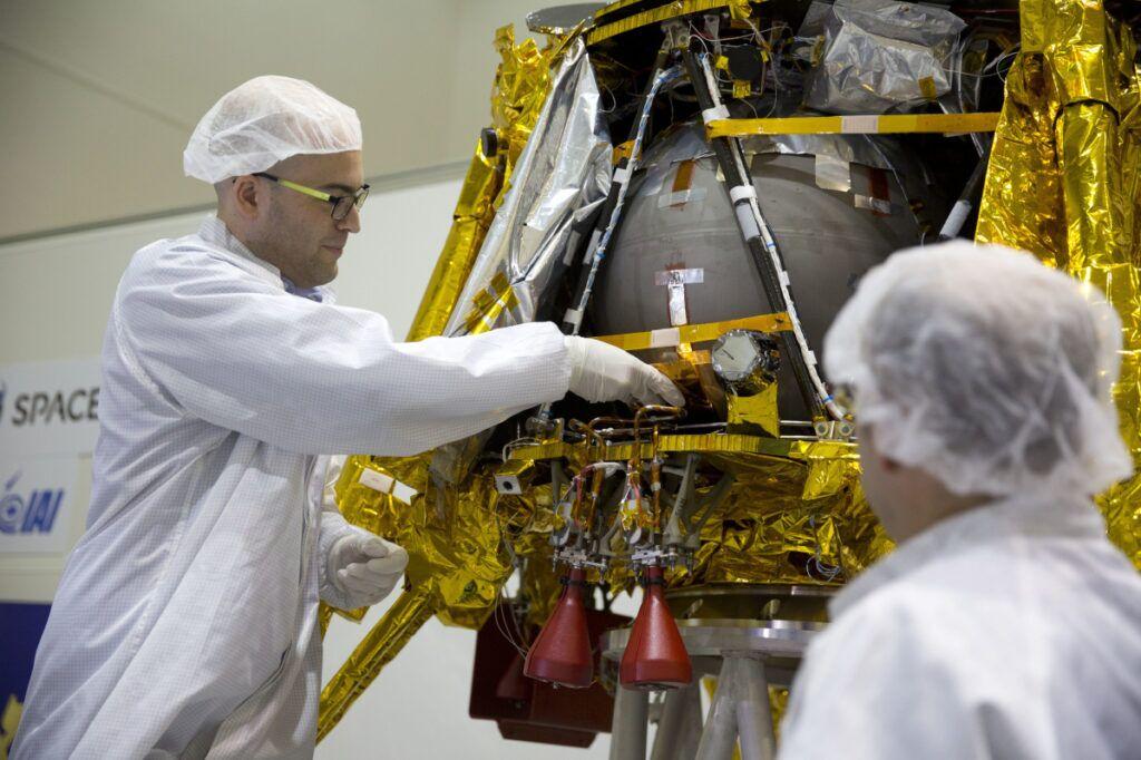 Лунная миссия «Берешит» — начаты поиски первой лунной библиотеки после аварии ее носителя - 18