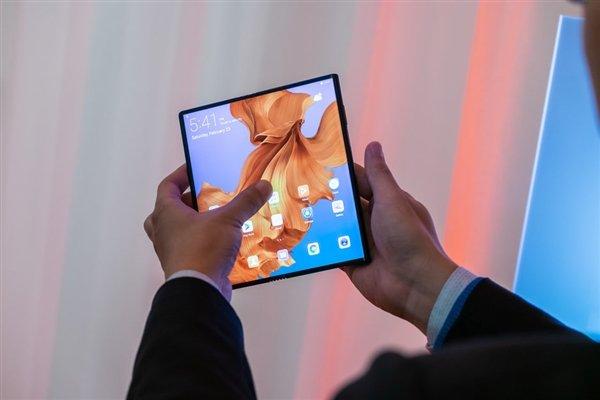Huawei опровергает слухи о переносе старта продаж складного смартфона Mate X с июня на сентябрь
