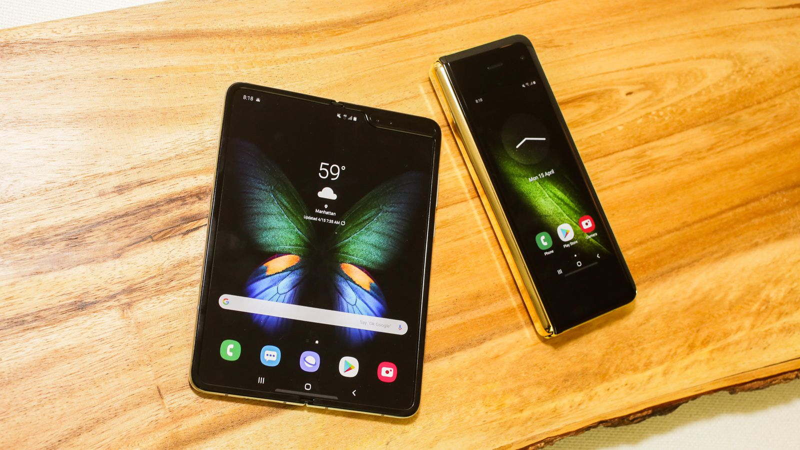 Samsung Galaxy Fold начнут продавать в России с мая за 150–200 тыс. рублей - 1