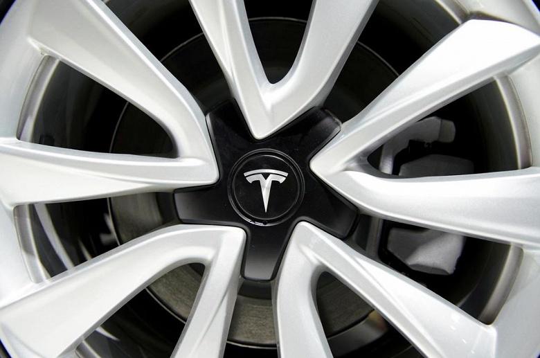 Tesla расследует взрыв электромобиля Model S на парковке в Шанхае