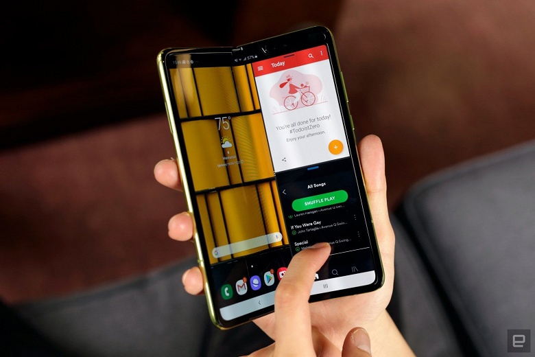 Запуск смартфона Samsung Galaxy Fold отложен минимум на несколько недель