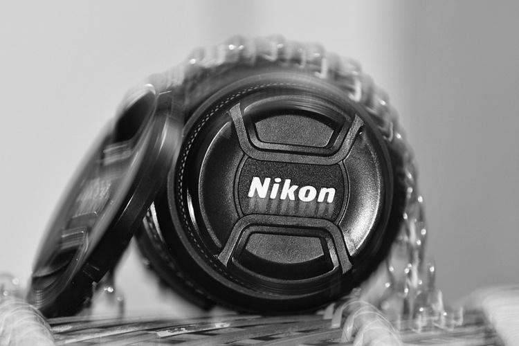 Зеркальной камере Nikon D6 приписывают наличие встроенной стабилизации