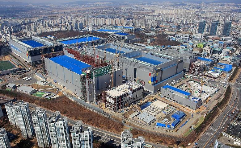 Не памятью единой. Samsung инвестирует 120 млрд долларов в производство логических микросхем
