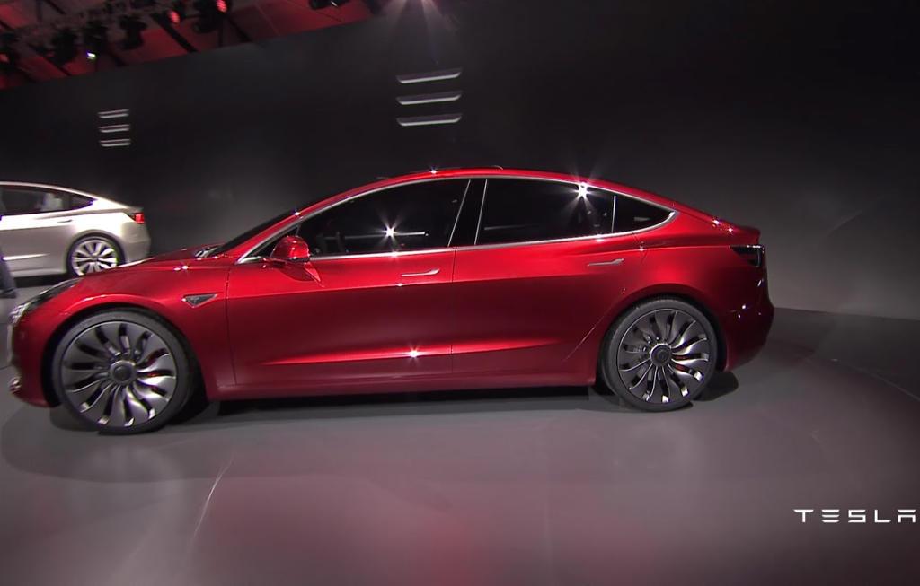 У Tesla большие убытки, а Илон Маск сравнивает остальные автомобили с лошадьми - 1