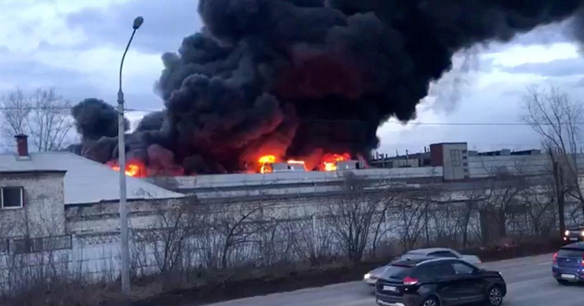 В Сеть попали кадры сегодняшнего пожара на «Красмаше»