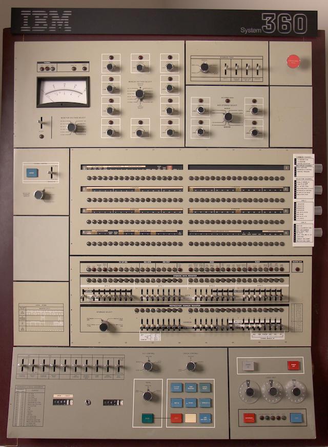 55 лет спустя: культовые консоли легендарных мейнфреймов IBM System-360 - 16