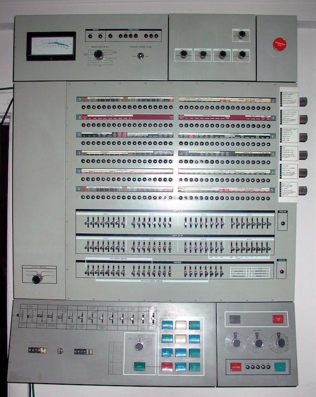 55 лет спустя: культовые консоли легендарных мейнфреймов IBM System-360 - 18