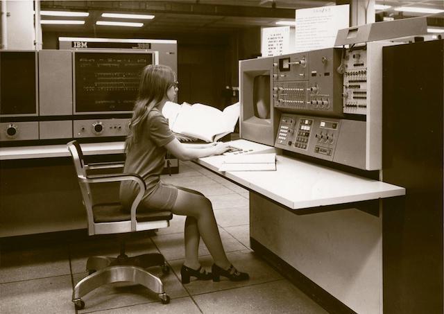 55 лет спустя: культовые консоли легендарных мейнфреймов IBM System-360 - 22