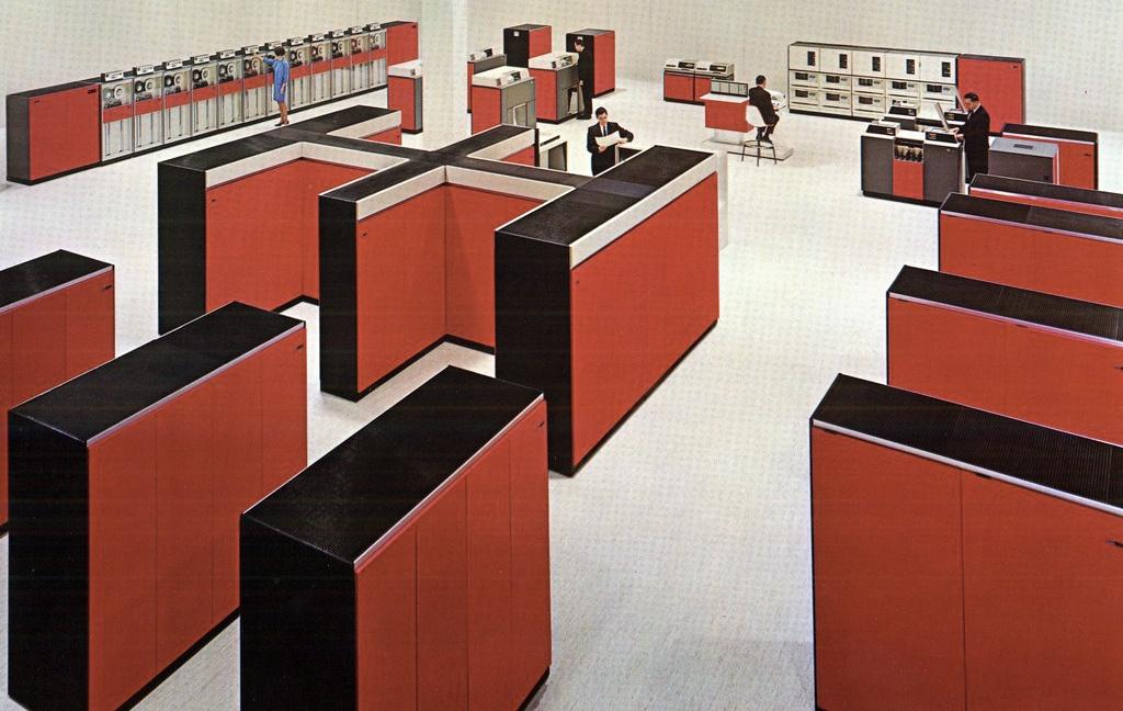 55 лет спустя: культовые консоли легендарных мейнфреймов IBM System-360 - 1