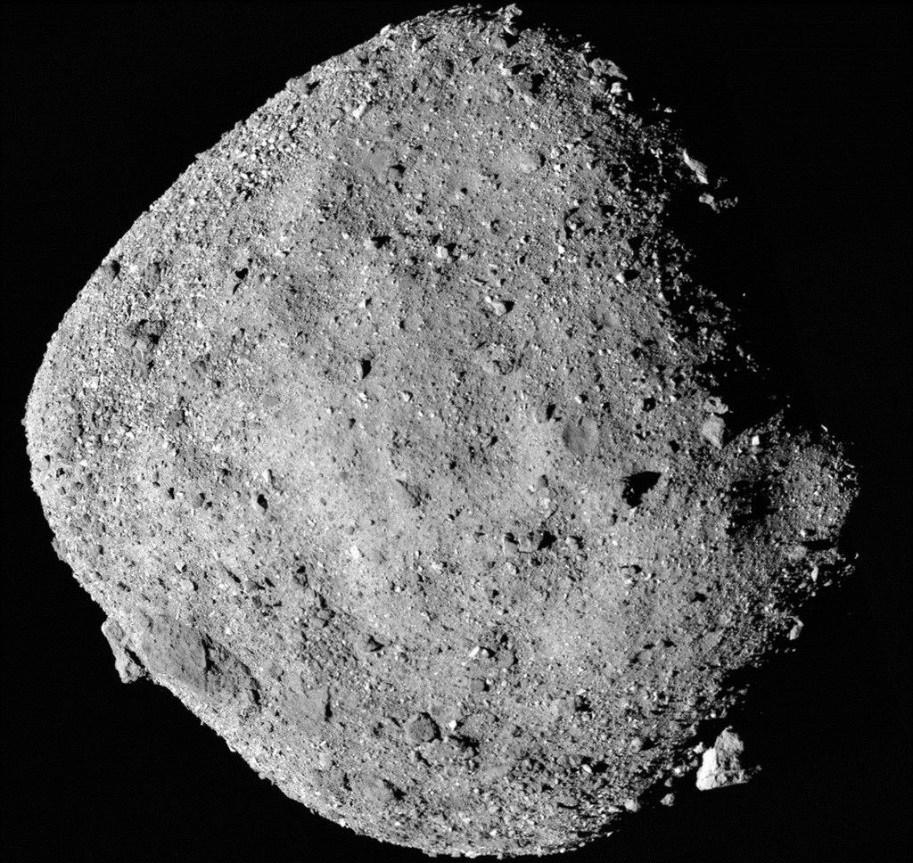 Межпланетная станция OSIRIS-Rex прислала новые фотографии астероида Бенну - 1