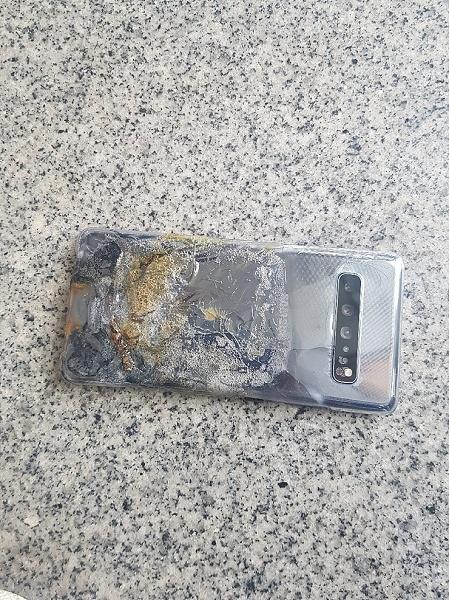 Галактика в огне. Смартфон Samsung Galaxy S10 5G загорелся и взорвался