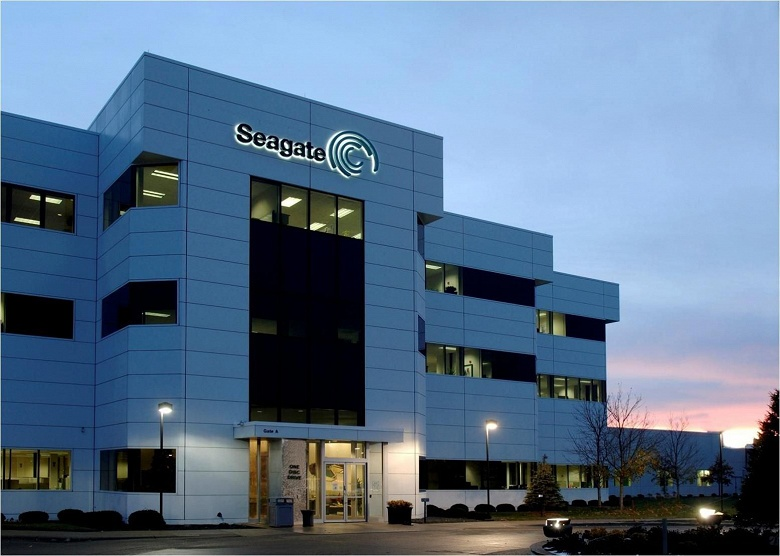 Доход Seagate за год сократился на 17,5%, чистая прибыль — почти вдвое - 1