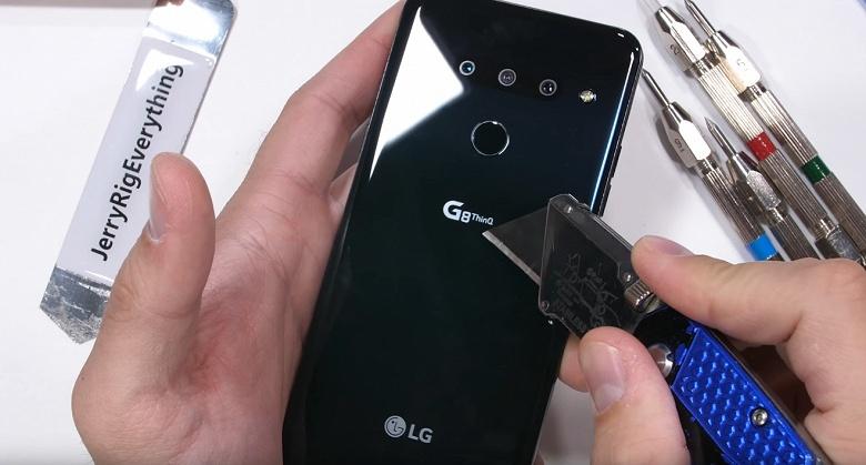 Крепкий орешек. Испытания блогера JerryRigEverything показали, что смартфон LG G8 имеет отличный запас прочности