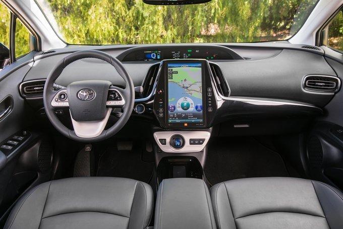 Поддержка Apple CarPlay будет во всех версиях Toyota Prius Prime 2020