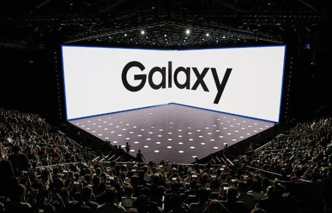Samsung занимает около 1% крупнейшего рынка смартфонов, доля компании продолжает уменьшаться