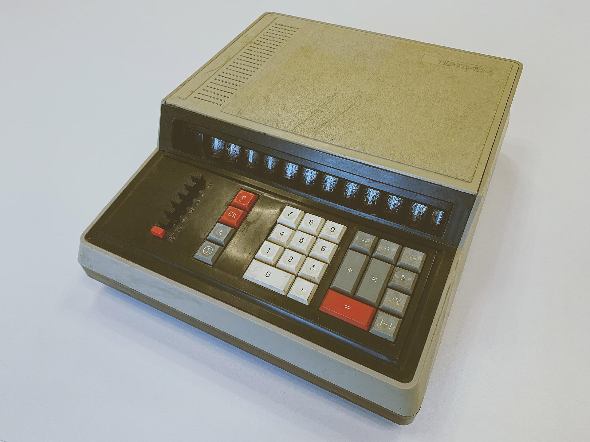Музей DataArt. Человек-машина: настольная вычислительная техника до микрокалькуляторов - 1