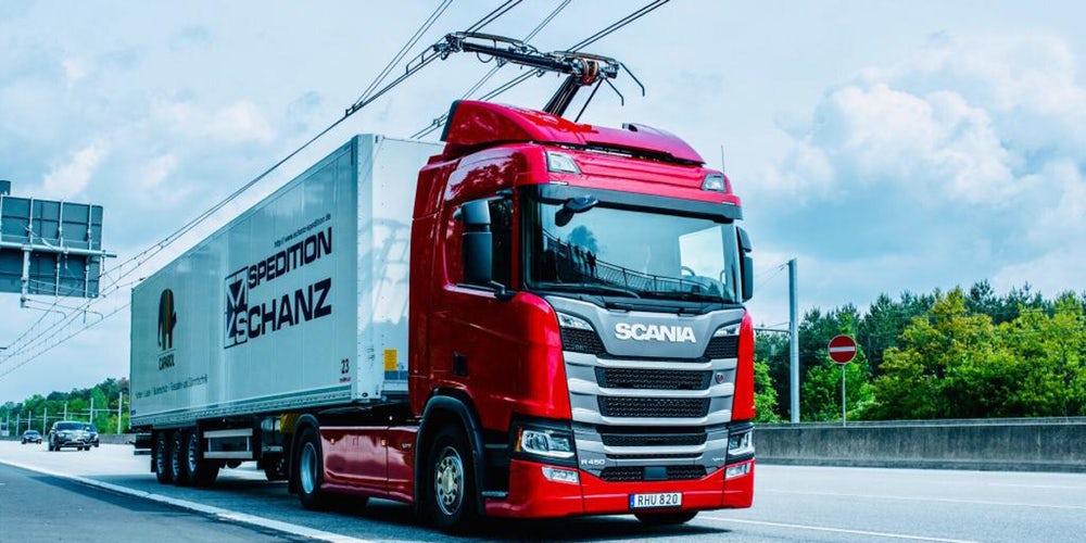 В Германии тестируют новый тип электротранспорта: грузовики-троллейбусы - 1
