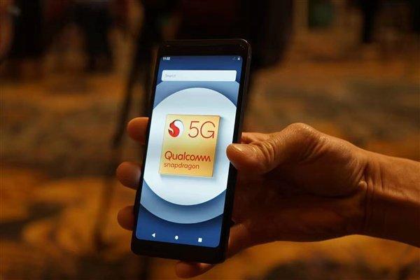 Видео дня: Xiaomi Mi Mix 3 5G справляется с потоковым 8K-видео в сети 5G