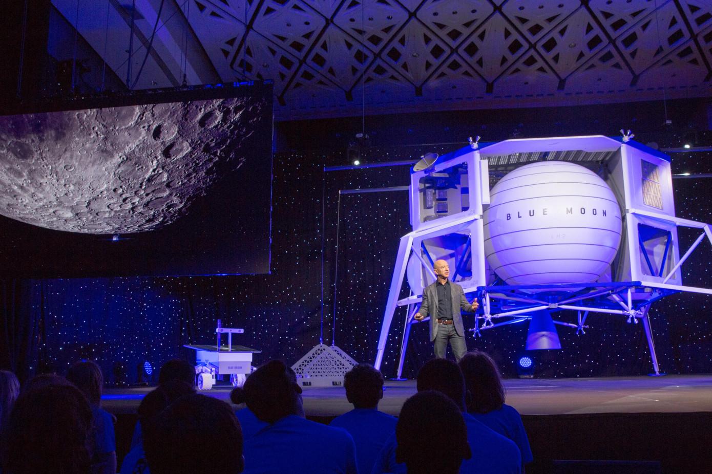 Джефф Безос объявил о планах покорения Луны - 1