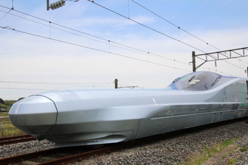Японская компания представила самый быстрый в мире поезд, его скорость 400 км-ч - 1