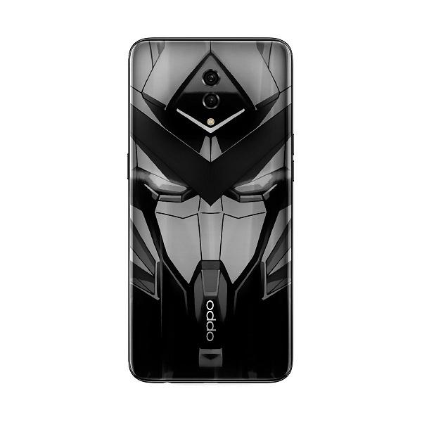 Для фанатов боевых роботов Gundam. Смартфон Oppo с отверстием в центральной верхней части экрана